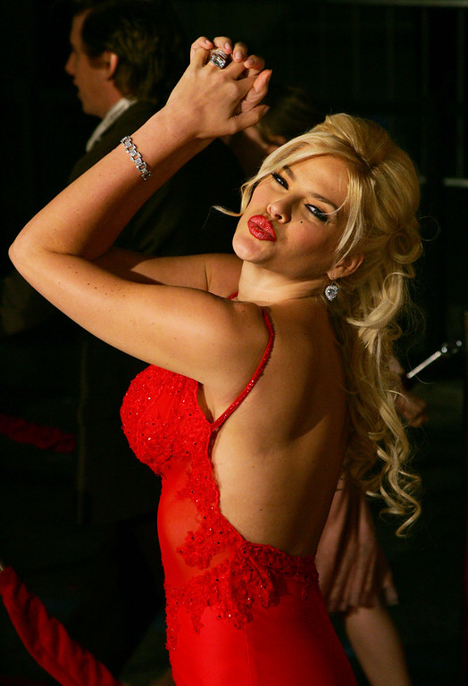 """. **FILE** This Feb. 14, 2005 file photo shows Anna Nicole Smith posing for photographers after arriving for the premiere of \""""Be Cool,\""""  at Grauman\'s Chinese Theatre in the Hollywood section of Los Angeles. (AP Photo/Danny Moloshok,File)"""