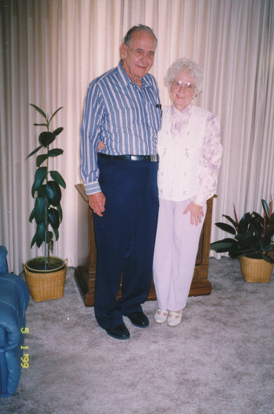 Ellis & Eileen Sullivan 5-1-1999 (52nd Annv.).jpg