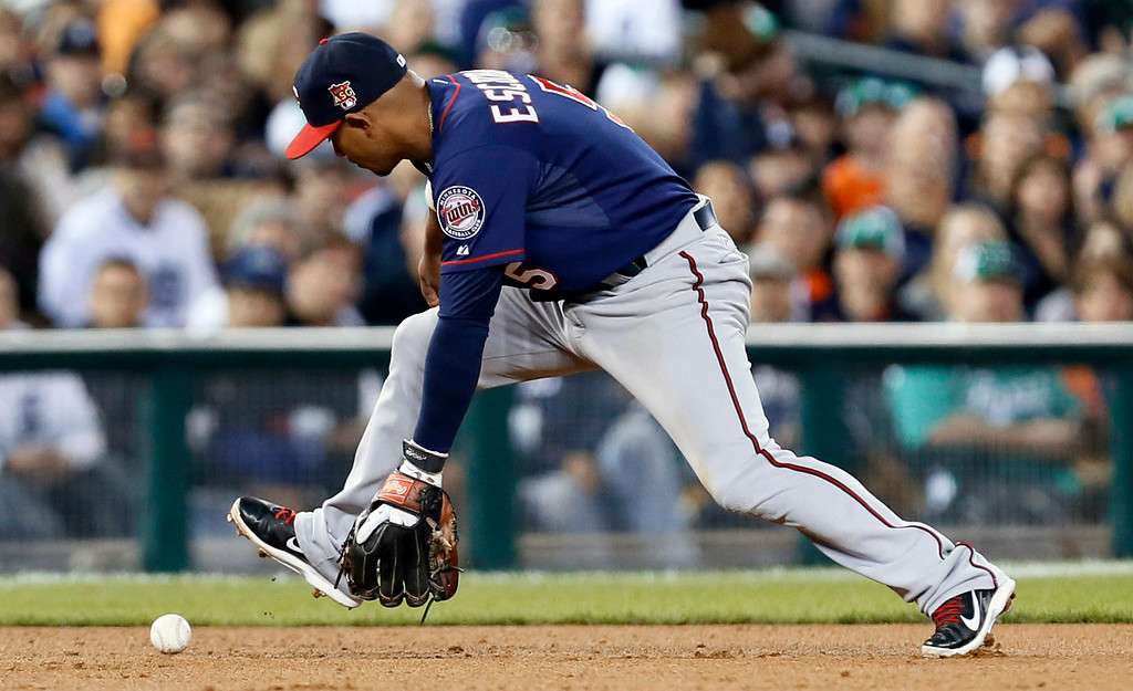 . Minnesota Twins shortstop Eduardo Escobar loses control of a Detroit Tigers\' Ian Kinsler hit in the the seventh inning of a baseball game in Detroit, Thursday, Sept. 25, 2014. Escobar was charged with an error. (AP Photo/Paul Sancya)