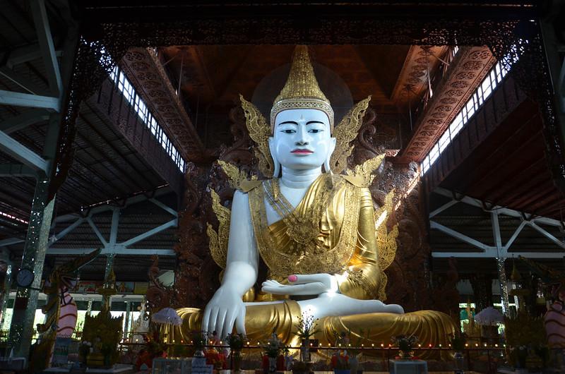 DSC_3688-ngahtatgyi-paya-sitting-buddha.JPG