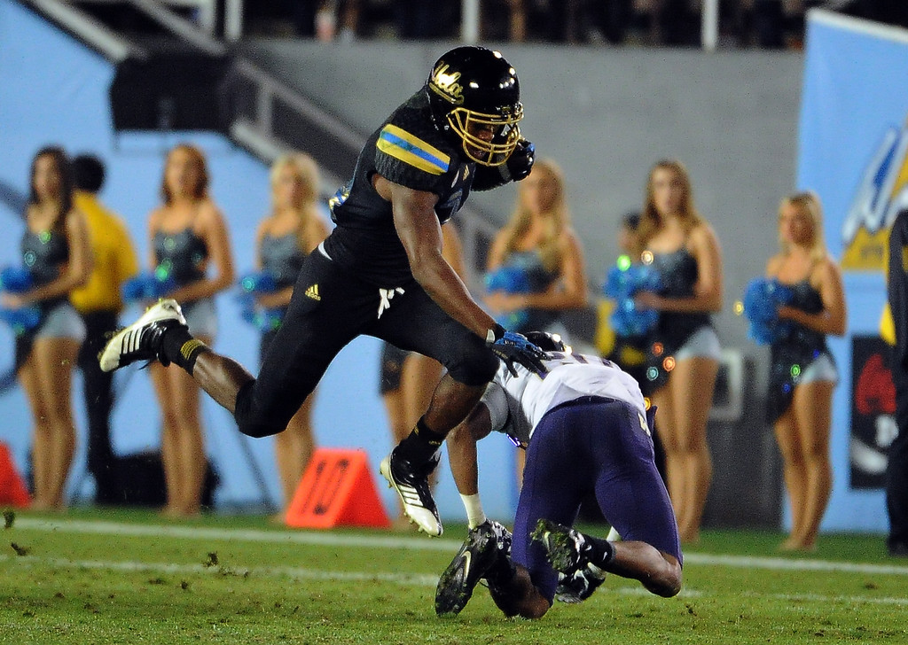 . UCLA Bruins\'s Paul Perkins (24) catches a pass for a first down against the Washington Huskies during the first half of their college football game in the Rose Bowl in Pasadena, Calif., on Friday, Nov. 15, 2013.  UCLA won 41-31.   (Keith Birmingham Pasadena Star-News)