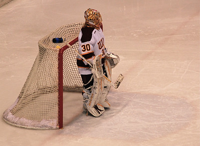 2010 12 10:  Ws Hockey vs. N. Dakota @ DECC, UMD 4-1 over UND