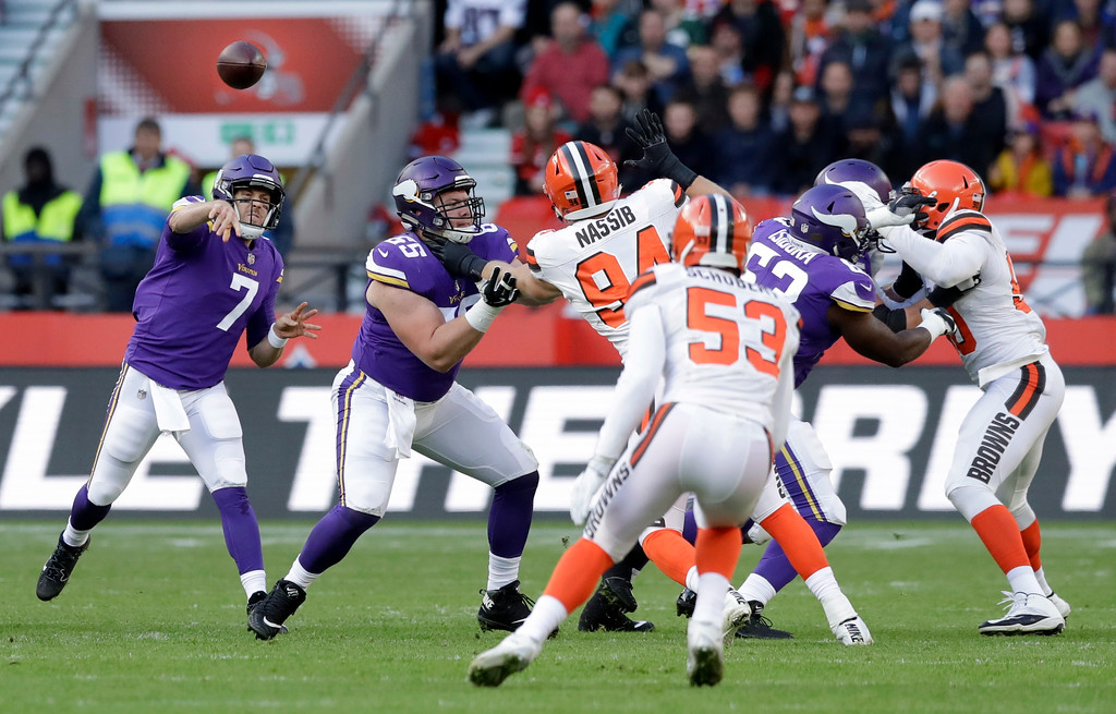 . Minnesota Vikings quarterback Case Keenum (7) passes the ball during first quarter of an NFL football game against Cleveland Browns at Twickenham Stadium in London, Sunday Oct. 29, 2017. (AP Photo/Matt Dunham)