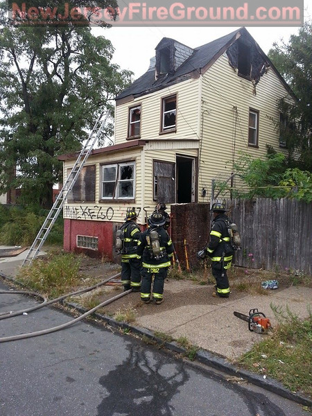 10-10-2014(Camden County)CAMDEN CITY 400 blk Spruce St.-All Hands Dwelling