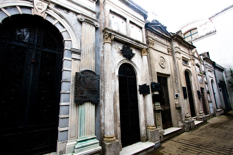 recoleta-rows-of-tombs_5735247737_o.jpg
