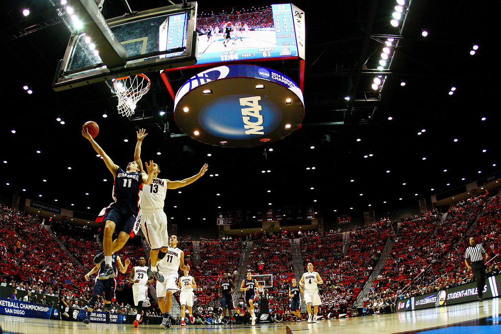 . David Stockton #11 of the Gonzaga Bulldogs shoots against Nick Johnson #13 of the Arizona Wildcats during the third round of the 2014 NCAA Men\'s Basketball Tournament at Viejas Arena on March 23, 2014 in San Diego, California.  (Photo by Donald Miralle/Getty Images)