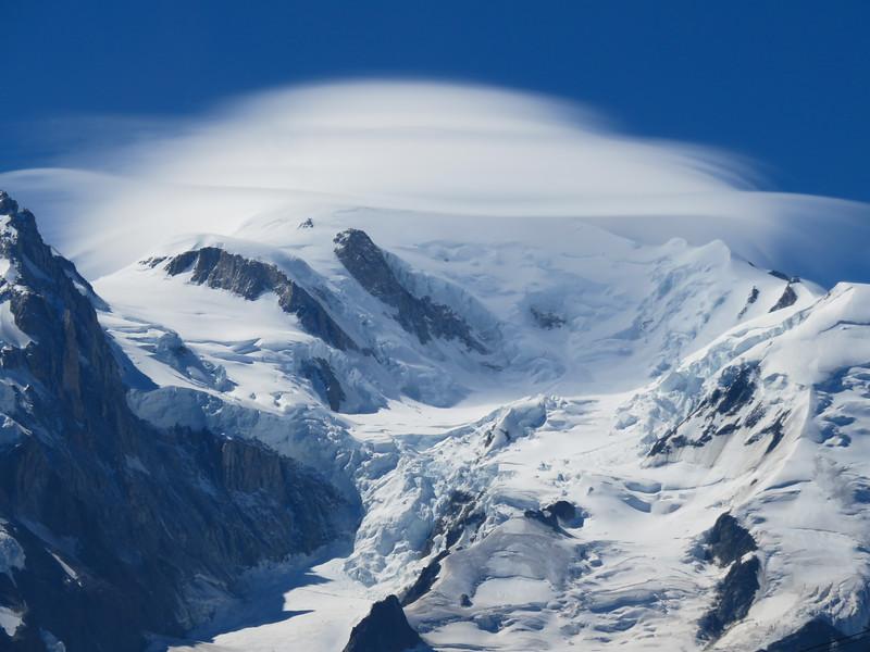 Lenticular cloud over Mont Blanc_edited.jpg