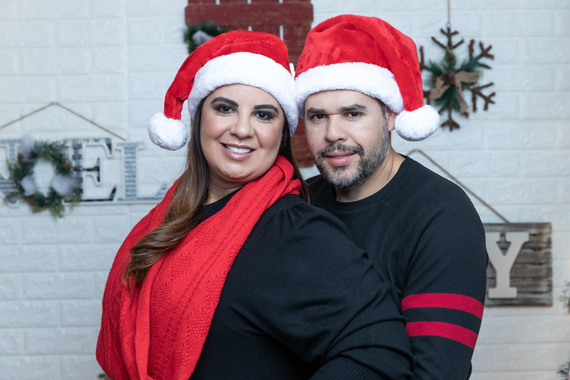 12.18.19 - Vick's Christmas Photo Session 2019 - -102.jpg