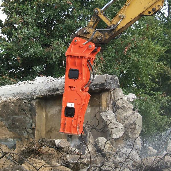NPK GH15 hydraulic hammer (1).jpg