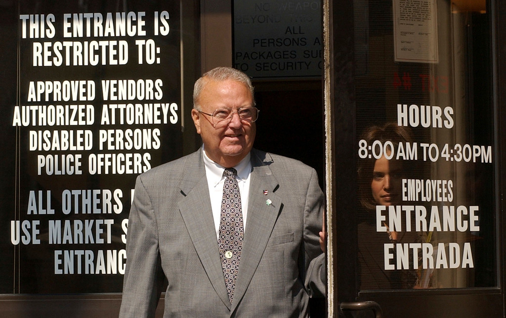 """. FILE � In this Oct. 1, 2002, file photo, former York, Pa., Mayor Charles \""""Charlie\"""" Robertson exits through a back door on the opening day of his murder trial at the York County Courthouse in York, Pa. Robertson, who resigned as mayor in 2002 before he was acquitted that year in the 1969 murder of black woman Lillie Belle Allen during a race riot in York when Robertson was a police officer, died Thursday, Aug. 24, 2017, at age 83, according to his son. (AP Photo/Bradley C Bower, File)"""