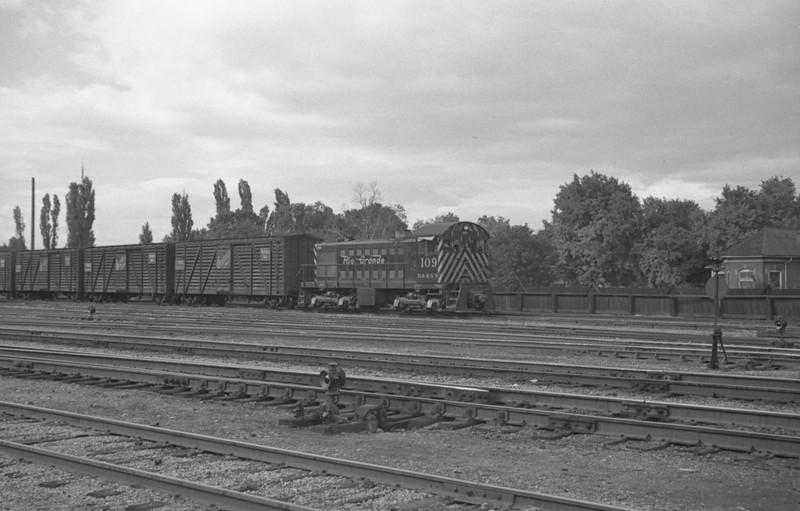 D&RGW_S-2_109-with-train_Salt-Lake-City_Sep-10-1947_Emil-Albrecht-photo-0228-rescan.jpg