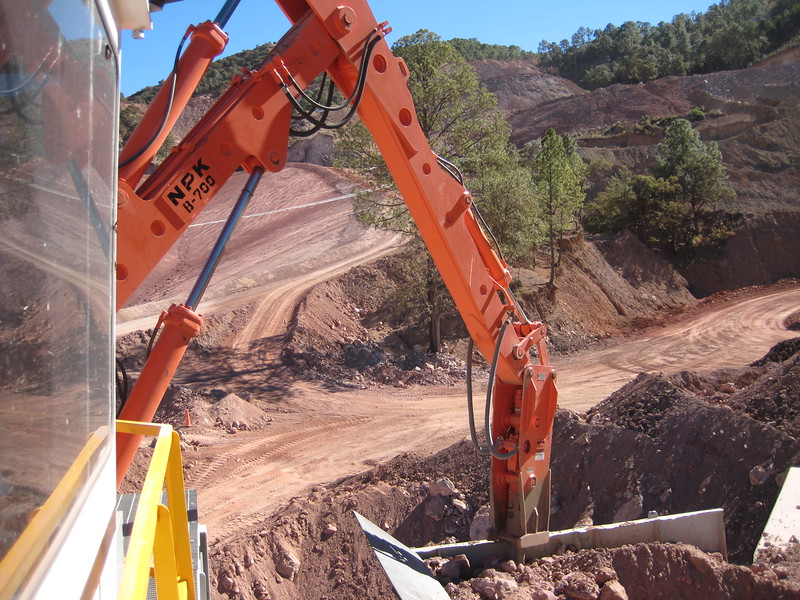 NPK B700 pedestal boom system (sn 1N7470) with GH6 hydraulic hammer-secondary rock breaking (1).jpg