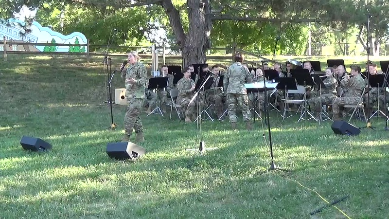 2018 Video - 126th Army Band Concert at the Zoo - Show Time by Heidi 005.MP4