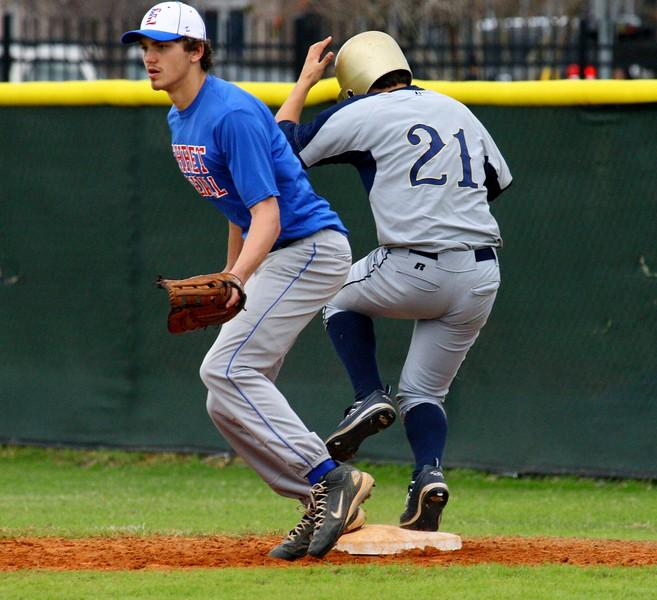 \\hcadmin\d$\Faculty\Home\slyons\HC Photo Folders\HC Baseball vs Ehret_2_4_12\SEL 175.JPG