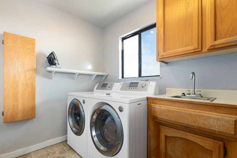 2210 Rancho Lomas 30 Laundry Room.jpg