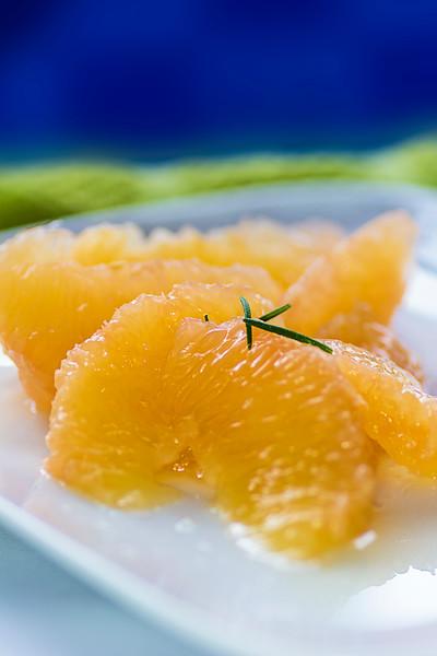 grapefruitbluebackgroundblurr.jpg