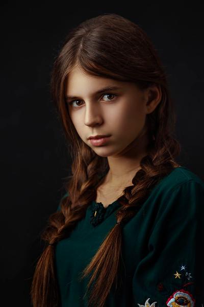 Sacramento studio portrait photographer. Female Fine Art Portrait.