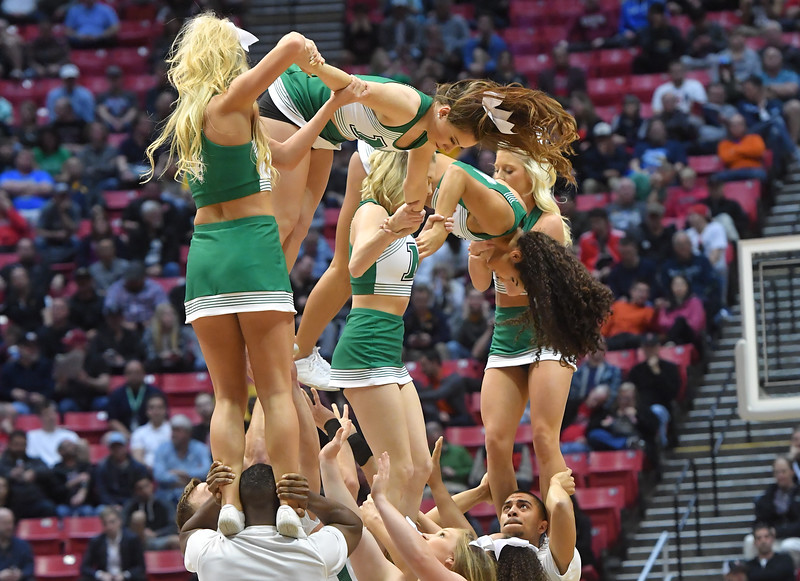 cheerleaders0739.jpg