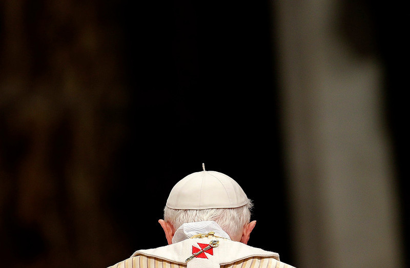 . Pope Benedict XVI arrives to lead the Christmas night mass in Saint Peter\'s Basilica at the Vatican on December 24, 2012. REUTERS/Max Rossi