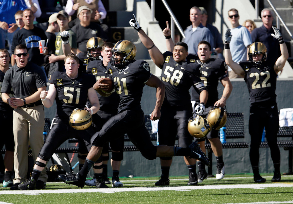 . Army running back Terry Baggett (31) runs for a touchdown against Eastern Michigan during the first half of an NCAA college football game on Saturday, Oct. 12, 2013, in West Point, N.Y. Baggett ran for four touchdowns and a school record 304 yards, the highest mark in Division I this season, as Army came back to beat Eastern Michigan 50-25.  (AP Photo/Mike Groll)