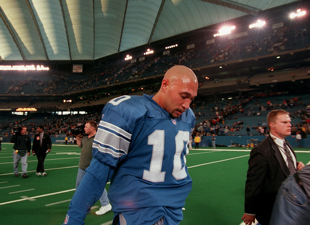 . Detroit Lions quarterback Charlie Batch walks off the field dejected following the Lions 31-27 loss to the Cincinnati Bengals at the Silverdome Sunday.  That brings the team to 0-6.