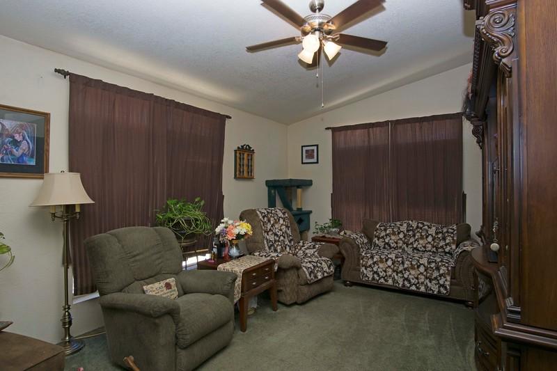 livingroom a.jpg