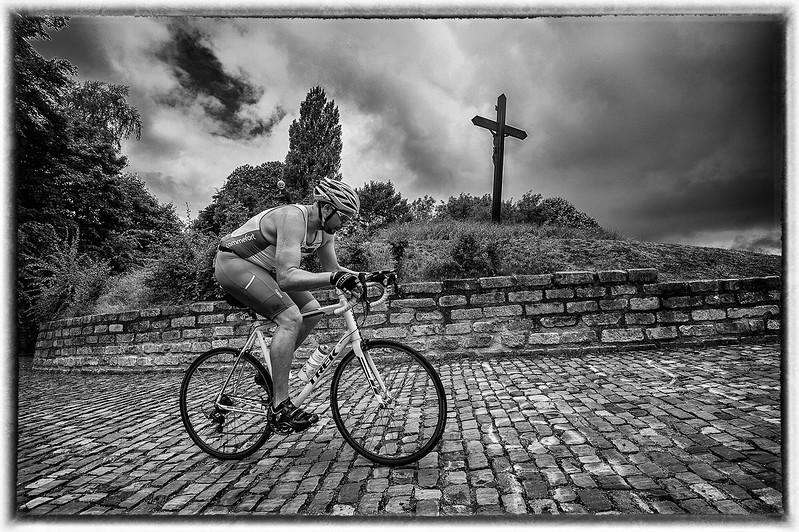 50404.5003.challenge.Fietsen-op de kapelmuur.blog.jpg