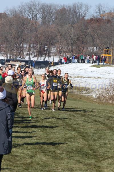 Women's 2.5K mark - 2019 NCAA DI Cross Country Great Lakes Regional