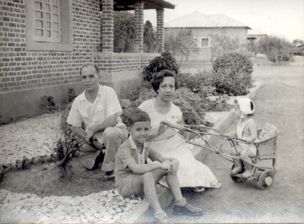 Marco 1956, Enfº Garrido e esposa, filhos: Vasco e Ana Maria