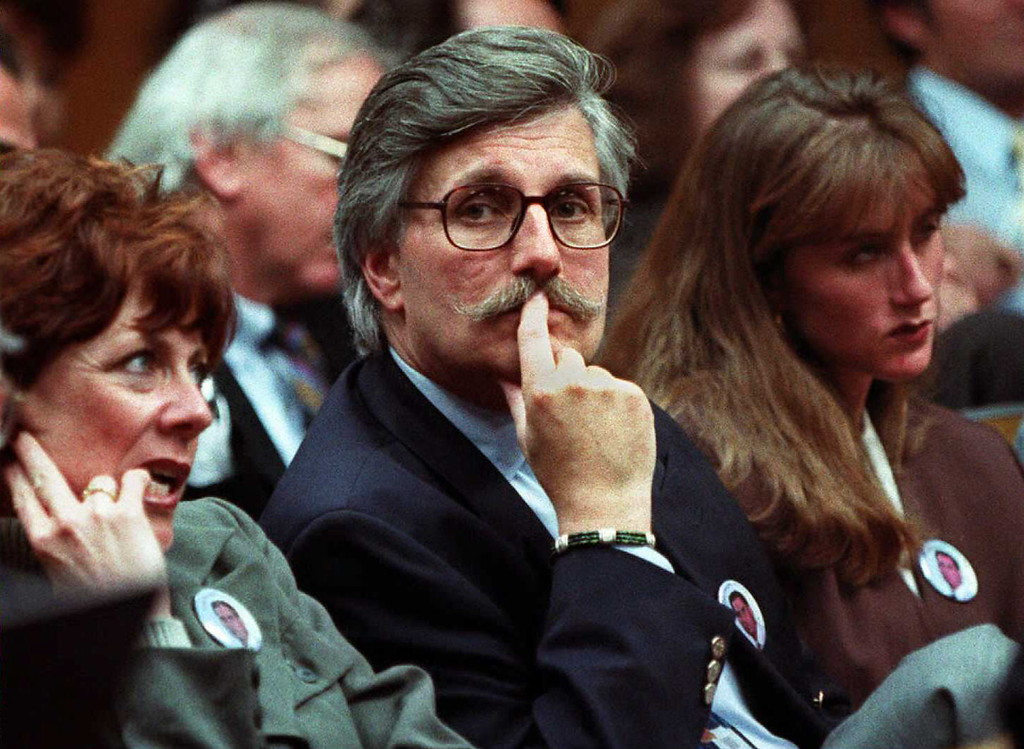 . Fred Goldman (C), wife Pattie(L) and daughter Kim(R) sits in court as Superior Court Judge Alan Haber refused 15 November in Santa Monica, California to seal written transcripts of O.J. Simpson\'s upcoming deposition in the wrongful death lawsuit filed by the familes of Nicole Brown and Ron Goldman. The judge gave lawyers for the Brown and Goldman families two weeks to inspect Simpson\'s property confiscated as evidence after the 12 June 1994 murders of Brown and Goldman.             (MIKE NELSON/AFP/Getty Images)