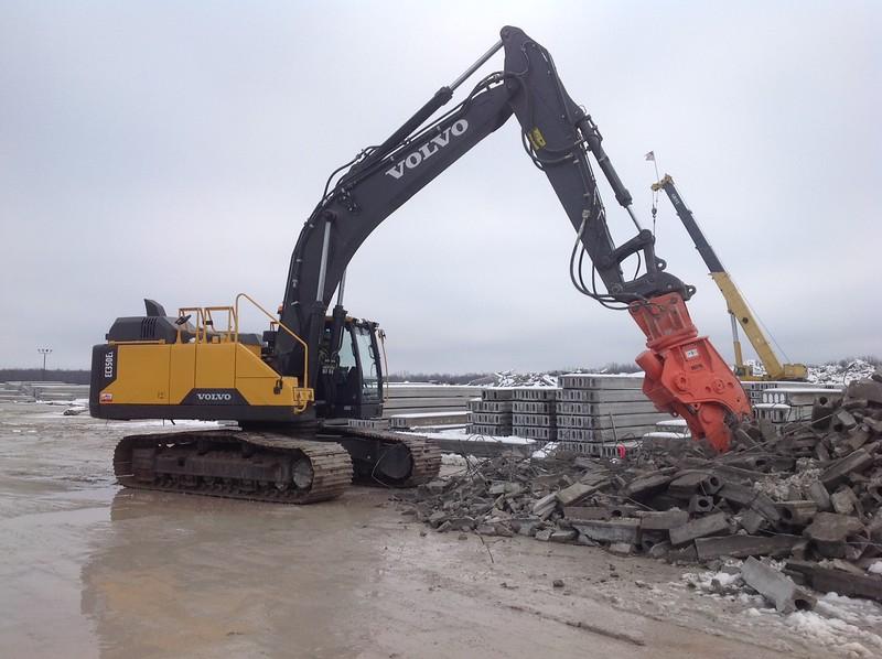 NPK U31JR concrete pulverizer on Volvo EC350 excavator - concrete recycling (5).JPG