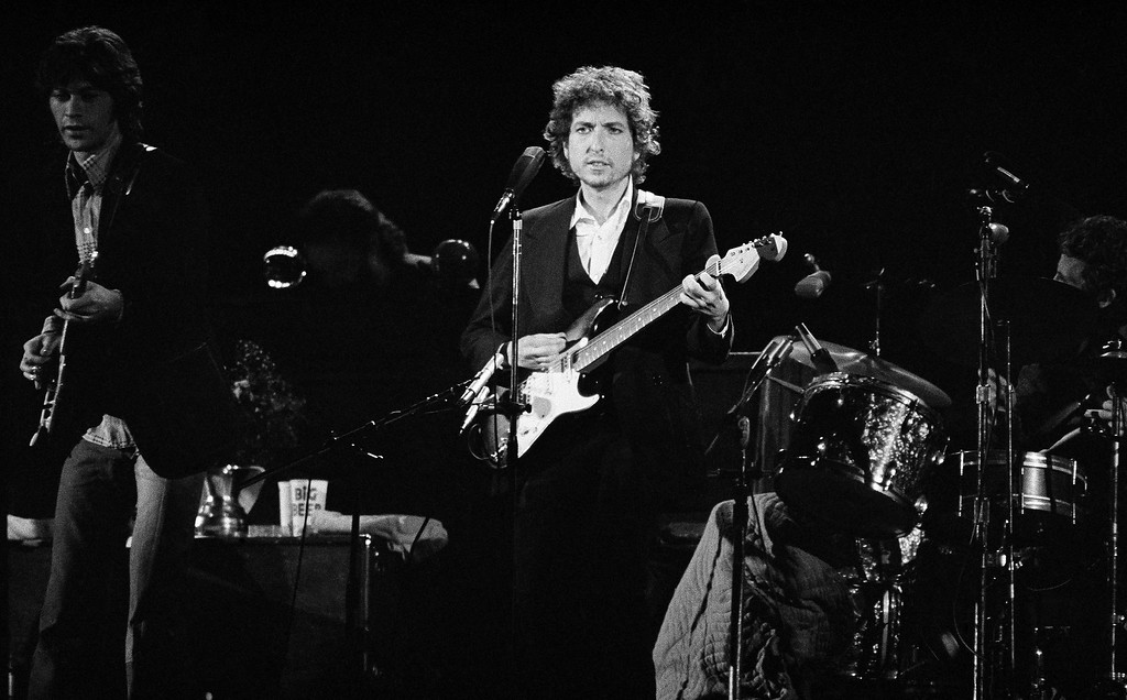. Singer Bob Dylan entertains at the Forum in Los Angeles, Feb 15, 1974. (AP Photo/Jeff Robbins)