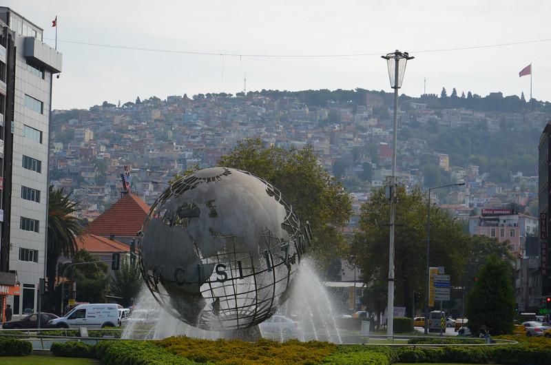 DSC_1917-globe-fountain.JPG
