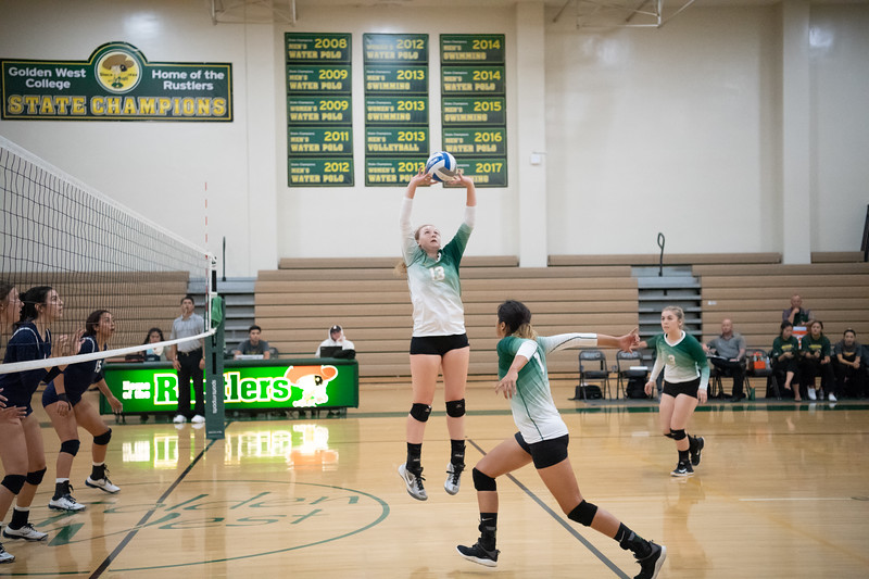 W-Volleyball-2018-10-03-6391.jpg