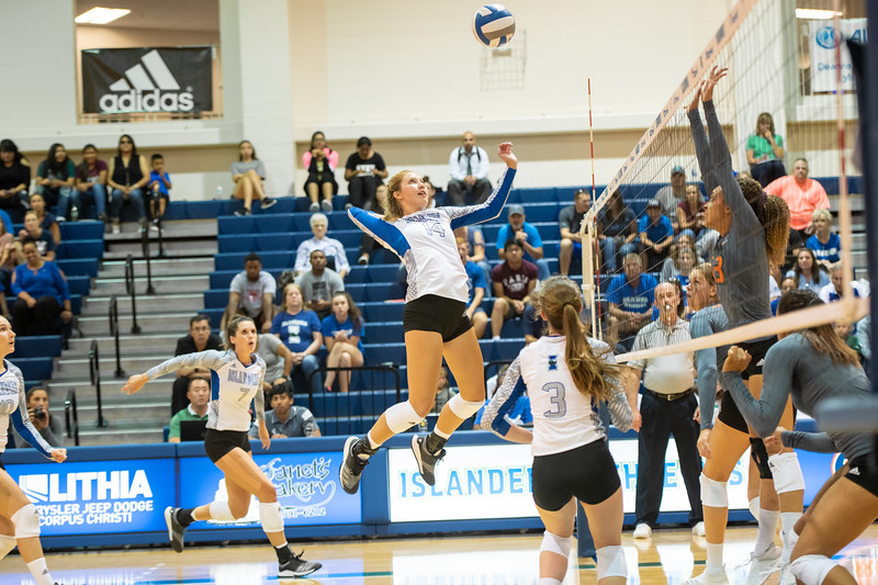 2018_0907-VolleyballVsMiami-7474.jpg