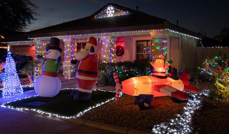 Phoenix Adobe Highlands Neighborhood Lights December 24, 2018  07.jpg