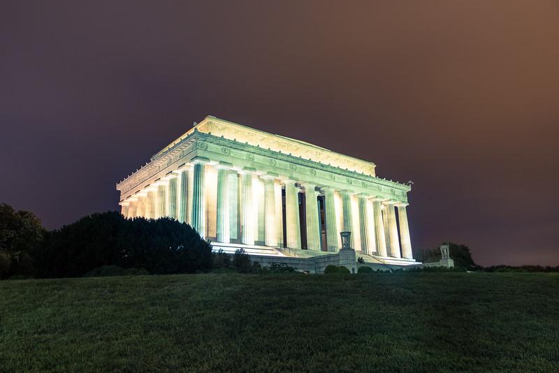 Lincoln Memorial External at Night.jpg
