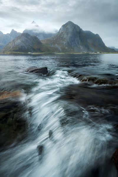 Varaid 3 seascape beach rocks mountain landscape photography lofoten norway_1.jpg