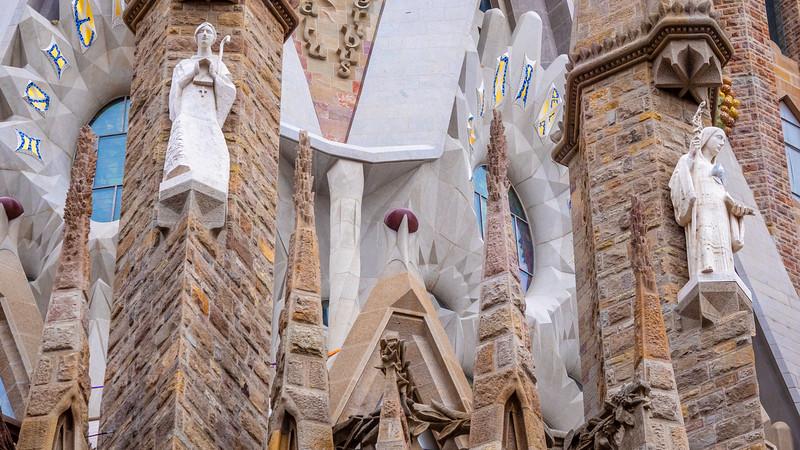0267 Gaudi Sagrada Familia 16x9.jpg