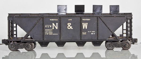 6446-25 Norfolk&Western Black Covered 4-Bay Hopper