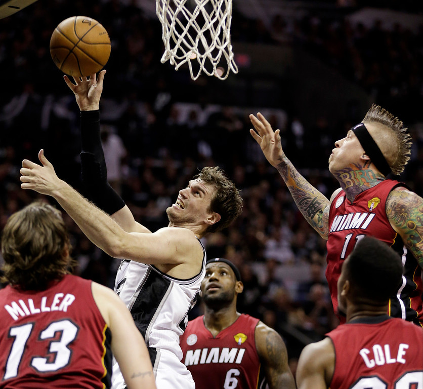 . San Antonio Spurs\' Tiago Splitter (22), of Brazil, shoots against the Miami Heat defense during the first half at Game 3 of the NBA Finals basketball series, Tuesday, June 11, 2013, in San Antonio. (AP Photo/Eric Gay)