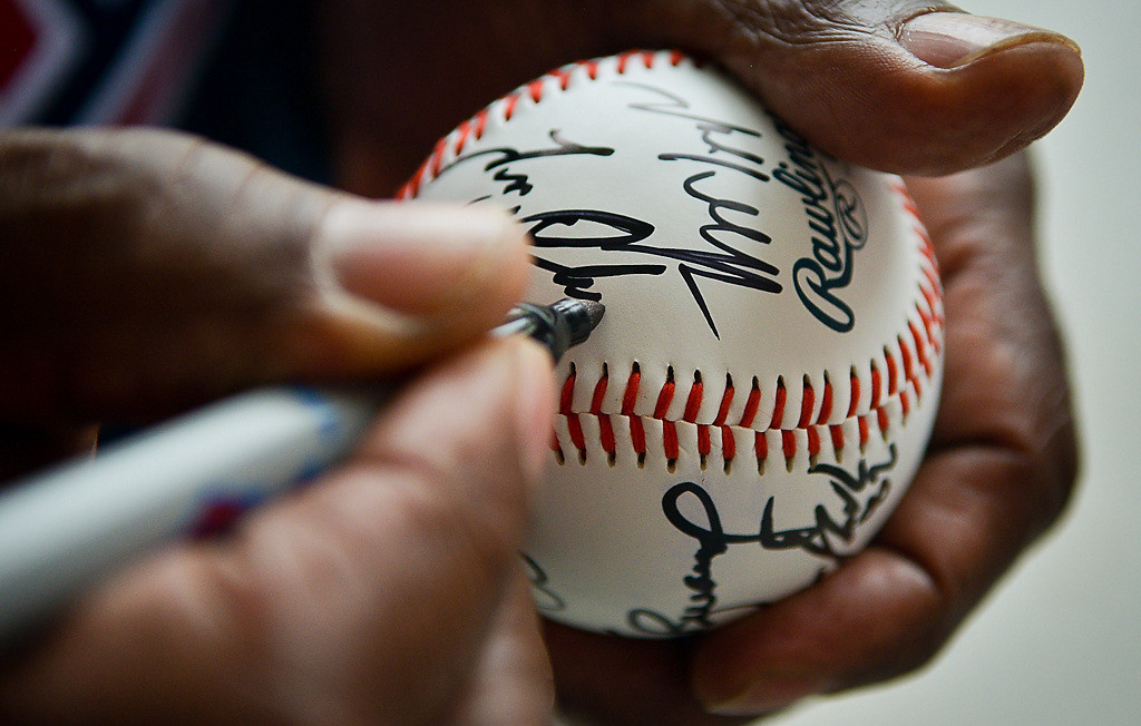 . Twins great Tony Oliva signs and autographs yet another of the thousands of baseballs thrust toward him over the years. (Pioneer Press: Ben Garvin)