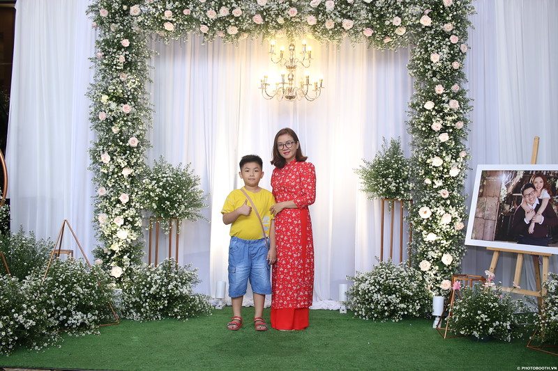 Vy-Cuong-wedding-instant-print-photo-booth-in-Bien-Hoa-Chup-hinh-lay-lien-Tiec-cuoi-tai-Bien-Hoa-WefieBox-Photobooth-Vietnam-042.jpg