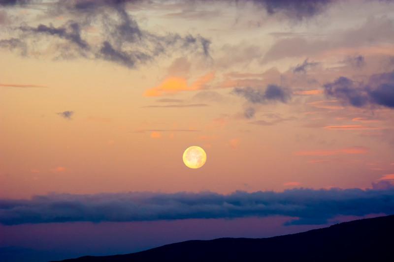 Maui_Moonset-6.jpg