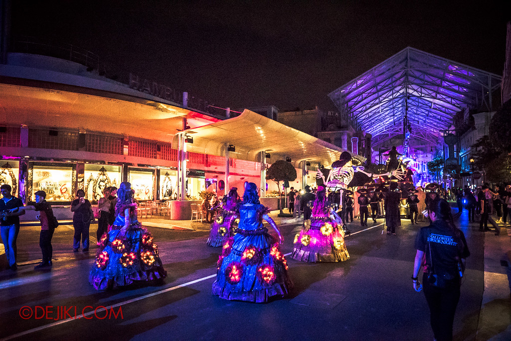 Halloween Horror Nights 6 - March of the Dead / Death March - Dancers back in Hollywood