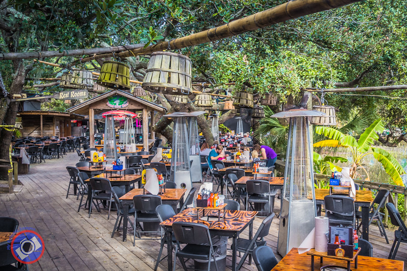 Dining al Fresco on Tybee Island (©simon@myeclecticimages.com)