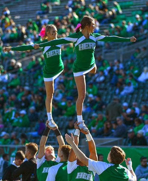 cheerleaders1083.jpg