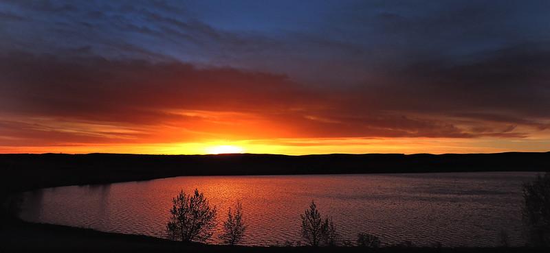 Sunrise en route to Sharptail Ridge