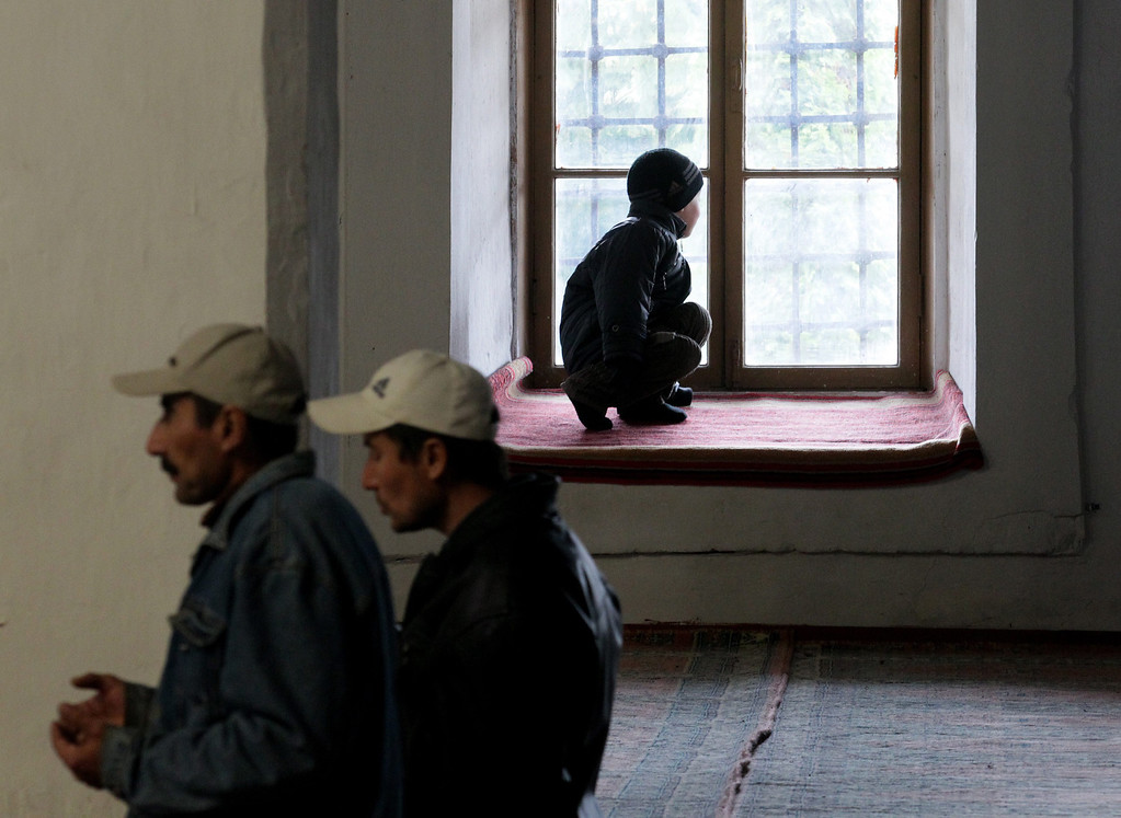 . Crimean Muslims attend a religious service in a mosque in the town of Bakhychisarai, Crimea, Ukraine, 07 March 2014. Crimea\'s parliament moved the date of an all-Crimean referendum on the status of the autonomous Republic of Crimea to 16 March.  EPA/ZURAB KURTSIKIDZE
