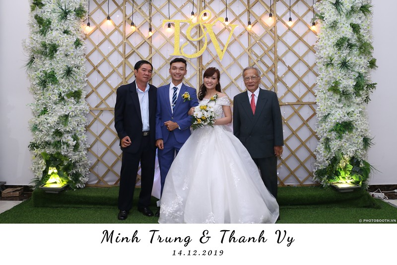 Trung-Vy-wedding-instant-print-photo-booth-Chup-anh-in-hinh-lay-lien-Tiec-cuoi-WefieBox-Photobooth-Vietnam-060.jpg